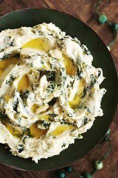 Perinteinen irlantilainen perunamuusi Colcannon sopii esimerkiksi karitsanpotkien kylkeen.