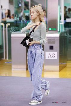 Kpop Fashion Outfits, Blackpink Fashion, Fashion Idol, Korean Outfits, Petite Fashion, Curvy Fashion, China Fashion, Fashion Trends, Korean Airport Fashion
