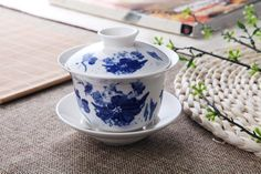 Tradition Ceramic Chinese Gongfu Tea Set/ China Tea Cup/ Coffee Mug with Lid and Saucer (180ml/ Lotus Pond Scene) Gongfu Sado