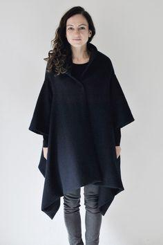 poncho, cape, dunkelblau, wollstoff  von aempersand/ auf DaWanda.com