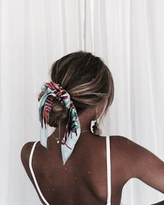 All Piled Up - Curly Hair Styles That Are Perfect for Second-Day Wear - The Trending Hairstyle Side Bangs Hairstyles, Face Shape Hairstyles, Easy Hairstyles For Medium Hair, Work Hairstyles, Quick Hairstyles, Medium Hair Styles, Curly Hair Styles, Natural Hair Styles, Summer Hairstyles