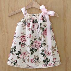 Vintage rose pillowcase dress Girls vintage look dress Frocks For Girls, Little Girl Dresses, Girls Dresses, Girls Frock Design, Kids Frocks Design, Baby Girl Dress Patterns, Skirt Patterns, Blouse Patterns, Sewing Patterns