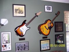 Standard Horizontal Guitar Mounts for an Electric Guitar & Acoustic Guitars products-i-make