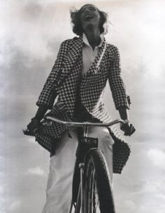 Houndstooth originated in Scotland in the 1800s , it was originally worn as an outer garment of woven wool cloth by shepherds. The pattern is...