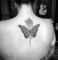 Tatuagem feita ha alguns duas atras! Obrigado pela confiança! . . Contato para orçamento e agendamento Somente no telefone 27 999805879 , de segunda a sexta de 8 as 17 hs! . . NÃO RESPONDEMOS DIRECT. . #kadutattoo #tattoo #tattoos #tattoo2me #tatuagem #tatuagens #rose #rosetattoo #butterfly #butterflytattoo #ornamentaltattoo #mandala