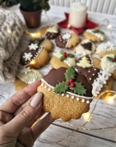 DÉDI FÉLE, AZONNAL PUHA MÉZESKALÁCS – DOLCE FAR NIENTE Christmas Party Food, Christmas Sweets, Christmas Drinks, Christmas Cooking, Christmas Goodies, Ginger Bread Cookies Recipe, Cookie Recipes, Fun Deserts, Sweets Cake
