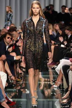 black lace with contrast applique details (Louis Vuitton Resort 2015, style.com)