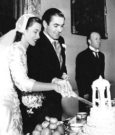 linda christian and tyrone powers wedding in roma Hollywood Couples, Old Hollywood Stars, Classic Hollywood, Tyrone Power, 1940s Wedding, Wedding Bride, Vintage Weddings, Celebrity Wedding Photos, Celebrity Weddings