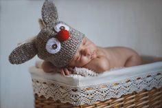 Paul Albu » Fotograf Nunta SibiuFotografie nou-nascuti - Newborn Photography Bassinet, Newborn Photography, Maternity, Crochet Hats, Babies, Decor, Knitting Hats, Crib, Babys