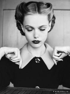 'Vicory Rolls' - прическа, не переставшая быть модной