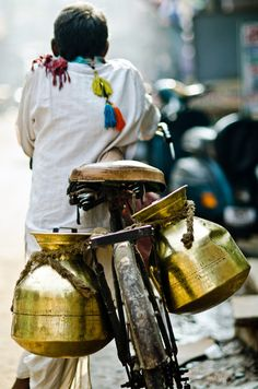 beautiful-india: Milk Wallah by B. ▾ ๑♡ஜ ℓv ஜ ᘡlvᘡ༺✿ ☾♡·✳︎· ♥ ♫ La-la-la Bonne vie ♪ ❥ India Street, Mother India, Rural India, Amazing India, Indian People, Varanasi, India Travel, Belle Photo, In This World