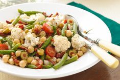 Enjoy putting together the bright colors of fresh produce in this Italian-Marinated Vegetable Salad. You'll love the flavorful bite of vegetables and Italian seasonings to make your own Italian-Marinated Vegetable Salad. Marinated Vegetable Salads, Vegetable Salad Recipes, Bean Salad Recipes, Grilled Vegetables, Healthy Salad Recipes, Veggies, Vegetable Medley, Kraft Foods, Kraft Recipes