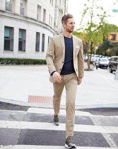 Our famous J.Crew men's Ludlow suiting in Italian chino from the Larusmiani mill now comes with a bit of stretch, so you'll never be caught off guard by an impromptu dance-off again.