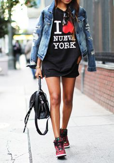 Phillip Lim I Love Nueva York Cotton Jersey Tee + Distressed Denim Jacket Nike Outfits, Casual Outfits, Casual Chic, Street Chic, Street Wear, Estilo Street, Streetwear Mode, Denim And Supply, Sport Chic