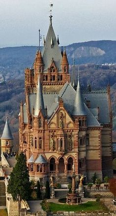 Picturesque Schloss Drachenburg castle in Germany in 2019 Amazing Castle House, Castle Ruins, Medieval Castle, Fantasy Castle, Fairytale Castle, Beautiful Castles, Beautiful Buildings, Places Around The World, Around The Worlds
