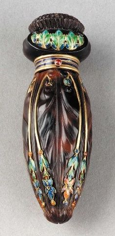 Tortoise shell and enamelled 18 karat gold perfume flask by Tiffany & Co, cm) long. Flask stamped Tiffany & Co with French gold poinçons; original fabric box marked inside: Tiffany & Co, 36 Bis Avenue de l'Opers Paris Art Nouveau, Art Deco, Perfumes Vintage, Antique Perfume Bottles, Vintage Bottles, Parfum Mademoiselle, Famous Jewelers, Keramik Vase, Beautiful Perfume