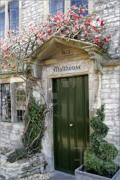 Cottage Front Doors, Cottage Door, Cottage Living, Cozy Cottage, Cottage Style, Interior Exterior, Exterior Doors, English Countryside, Door Knockers