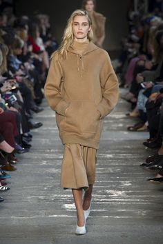 See all the Max Mara Fall 2017 looks from the runway.