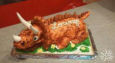 Super torta a forma di dinosauro realizzata per il mio cuginetto che ha compiuto 3 anni.  Farcia di crema pasticcera e gocce di cioccolato e pds bagnato al succo d'arancia