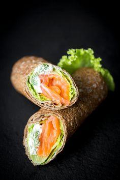 Crêpes de blé noir façon rouleaux au saumon fumé                                                                                                                                                                                 Plus