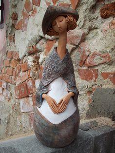 Ceramica lui Andrei Pandea, din Sibiu Paper Clay Art, Clay People, Ceramic Pottery, Sculpture Art, Art Nouveau, Art Pieces, December, Porcelain, Romania