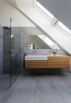 Home Decor Inspiration : Modern bathroom with large concrete tiles on the floor and walls. Bathroom Plans, Attic Bathroom, Bathroom Ideas, Bathroom Tile Designs, Bathroom Floor Tiles, Bathroom Shelves, Bathroom Concrete Floor, Kitchen Floor, Bathroom Storage
