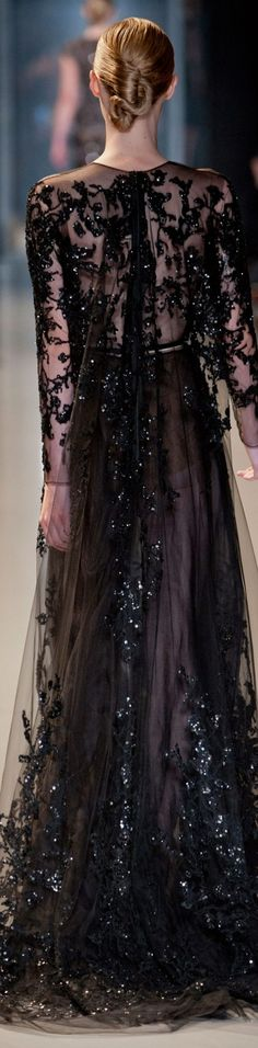 Elie Saab' s disign. Glamorous Dresses, Lovely Dresses, Beautiful Gowns, Beautiful Outfits, Catwalk Fashion, Fashion Moda, Style Fashion, Evening Dresses, Prom Dresses