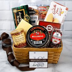 Gift Basket of Gourmet Snacking Classics lbs of Deliciousness) Cheese Gift Baskets, Cheese Gifts, Gourmet Gift Baskets, Irish Cookies, Virginia Peanuts, Breakfast Tray, Luxury Food, Specialty Foods, Welcome Gifts