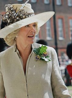 Camilla, Duchess of Cornwall, attends the annual Founder's Day Parade at the Royal Hospital in Chelsea on June 2005 in London, England. The hospital was founded as a home for British army. Camilla Duchess Of Cornwall, Duchess Of Cambridge, Different Hat Styles, Derby Outfits, Founders Day, Camilla Parker Bowles, Lady In Waiting, My Fair Lady, Fancy Hats