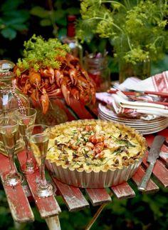 Satsa på en kräftskiva i rustik stil. Swedish Cuisine, Crawfish Party, Swedish Recipes, Fish And Seafood, Pasta Salad, Bakery, Dinner Recipes, Food And Drink, Cooking