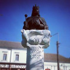 Szent István szobor #oroshaza #oroshaza_ma #magyarorszag #hungary #galaxys Hungary, Statue Of Liberty, Scotland, Instagram Posts, Statue Of Liberty Facts