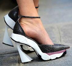Les escarpins mutants Dior, d'ores et déjà sur les pavés parisiens !