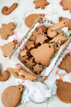 Traditional Speculoos / Biscoff Christmas Cookies by Sweet2EatBaking.com #speculoos #cookies #christmas #recipe