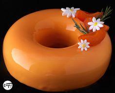 C'est ma fournée !: Le Romabriko (entremets abricot romarin) Camo Wedding Cakes, White Wedding Cakes, Vegan Dessert Recipes, Delicious Desserts, Buffet Dessert, Chefs, Beaux Desserts, Decoration Patisserie, Shoe Cakes