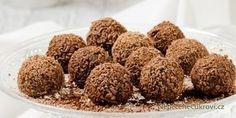 Nudí vás Ferrero Rocher kuličky z obchodu a chcete změnu? Udělejte si domácí Ferrero kuličky! Jedná se o velmi snadný recept a výsledek je opravdu vynikající. Připravte si doma toto nepečené vánoční cukroví. Sweet Recipes, Dog Food Recipes, Christmas Sweets, Holiday Cookies, Food Hacks, Nutella, Sweet Tooth, Deserts, Food And Drink