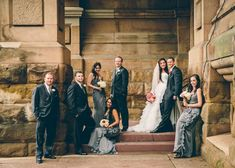 I like the untraditional wedding party pose- if possible