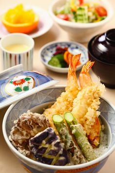 Japanese Food Ebi Ten-don (Prawn Tempura over Donburi Rice), with Eggplant, Maitake Mushroom and Asparagus|大エビ天丼