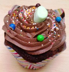 All I have is this pic of the cupcake I had yesterday, but DAYUM it was good!