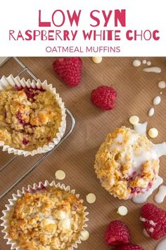 Not a fan of overnight oats in the morning? Get your healthy breakfast started with this low syn recipe for raspberry and white chocolate chip baked oatmeal muffins #weightwatchers #bakedoats #healthybreakfast #easyrecipe #lowsyn #synfree #slimmingworld #crumbcorkscrews | crumbsandcorkscrews.co.uk