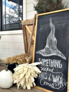 39 Halloween Decorations Made from Things Laying Around Your House Halloween Decor | Home Decor | Rustic | Farmhouse | Farm House | Country Home | Halloween Ideas | Dining Room | Bedroom | Kitchen | Entry Way | Holidays | Wall Décor | Happy Halloween | Ghosts | Witches #halloween