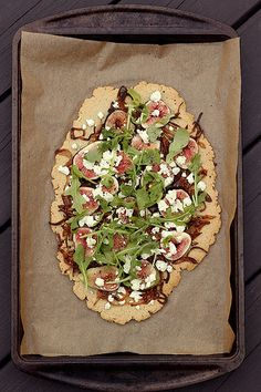 Grain-free Flatbread with Figs, Caramelized Shallots, Goat Cheese and Arugula // Tasty Yummies
