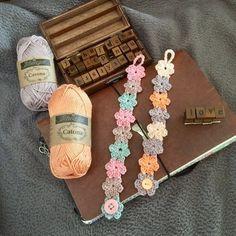 Ook leuk om te maken als haarband of enkelbandje. Love Crochet, Crochet Gifts, Crochet Motif, Beautiful Crochet, Crochet Flowers, Crochet Stitches, Knit Crochet, Crochet Patterns, Crochet Mask