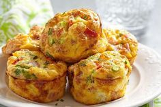Low Carb Muffins: Spicy ham and cheese protein bombs- Low Carb Muffins: Würzige Schinken-Käse-Eiweißbomben Muffins do not have to be sugar-rich calorie bombs: These low carb muffins score extra extra protein and are quick and easy to make. Breakfast And Brunch, Breakfast Muffins, Make Ahead Breakfast, Breakfast Recipes, Pizza Muffins, Egg Cupcakes Breakfast, Breakfast Ideas, Omelette Muffins, Cheese Muffins