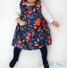 """blumiges Babykleid: """"Knoopkleed"""" von groeny // Babykleid nähen // Stoff von Rebekah Ginda"""