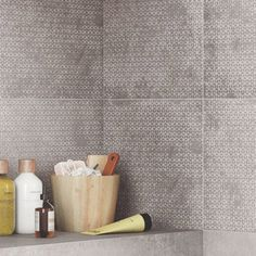 carrelage_mur_gris_greige__decor_harlem_origami_l_30_x_l_120_cm Origami, Harlem, Decoration, Satin, Greige, Bathroom, Products, Wall Tiles, Concrete Wall