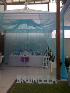 Frozen birthday party | CatchMyParty.com Love this! Absolutely gorgeous!!!