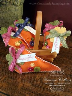 Petal Cone Die Felt Carrot Easter Bags The other day I told you about the envelopes full of treats that I sent to my downline. Well, this is one of the items in the envelope. Aren't they just the cutest things? I adore working with felt. Hoppy Easter, Easter Bunny, Easter Eggs, Easter Gift, Easter Table, Easter Decor, Easter Parade, Easter Projects, Easter Treats