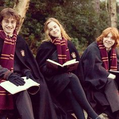Emma Watson, Daniel Radcliffe and Rupert Grint like Hermione Granger, Harry Potter and Ron Weasley Harry Potter Tumblr, Images Harry Potter, Arte Do Harry Potter, Harry Potter Characters, Harry Potter Universal, Harry Potter World, Harry Potter Friends, Harry Potter Hermione, Hery Potter