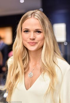 New Poldark star Gabriella Wilde was previously linked to Prince Harry - Blonde Gabriella Wilde, Most Beautiful Faces, Beautiful People, Hot Blondes, Blonde Actresses, Blonde Hair Looks, Hair Locks, Star Wars, Hair