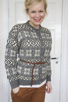 This would be great in non-traditional colors. Fair Isle Knitting, Knitting Yarn, Hand Knitting, Norwegian Knitting, Jackets For Women, Sweaters For Women, Country Fashion, Hand Knitted Sweaters, Vintage Knitting